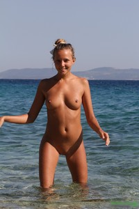Girl pee boat naked