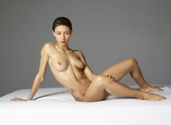 Naked mature woman   mound pussy picture